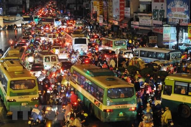 TP. HCM: Ket xe gia tang, phuong tien luu thong chi 22km/h hinh anh 1