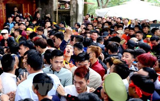 Mua le hoi Xuan Dinh Dau: Da giam han nhung hinh anh phan cam hinh anh 2