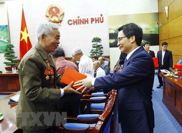 Pho Thu tuong Vu Duc Dam tiep doan nguoi co cong Khanh Hoa hinh anh 2
