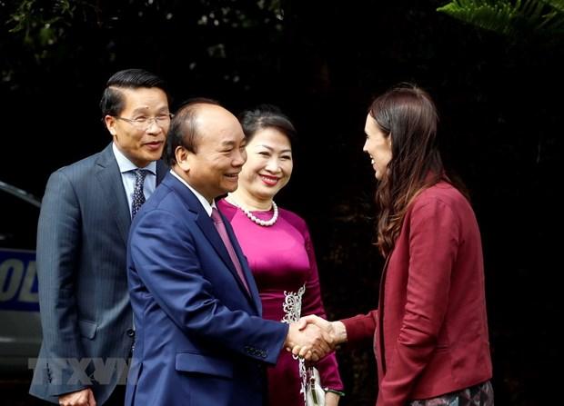 Thu tuong Nguyen Xuan Phuc hoi dam voi Thu tuong New Zealand Ardern hinh anh 1