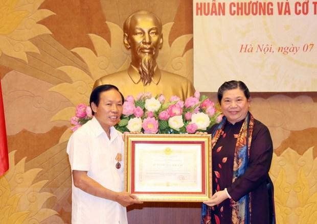 Truy tang, trao tang,Huan chuong cho cac vi nguyen lanh dao Quoc hoi hinh anh 3