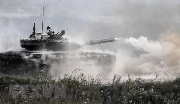Bo Quoc phong Iraq tiep nhan hang chuc xe tang T-90 cua Nga hinh anh 1