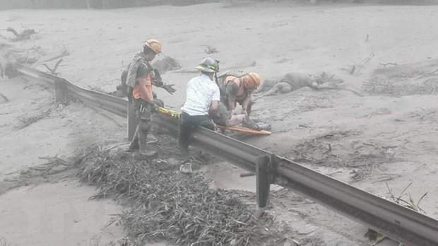 Guatemala ngung tim kiem cac nan nhan trong vu nui lua Fuego hinh anh 1