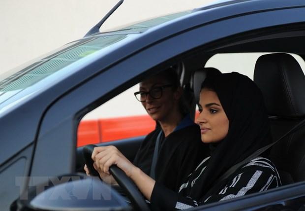 Saudi Arabia chinh thuc cho phep phu nu duoc lai xe tren duong pho hinh anh 1