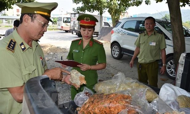 Rung minh voi hon 80kg ruoc moc thiu bay ban o cho dau moi xu Thanh hinh anh 1