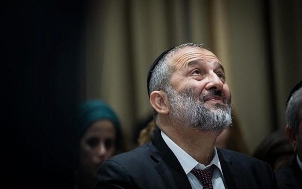 Israel: Bo truong Noi vu Arye Deri bi de nghi truy to toi lua dao hinh anh 1