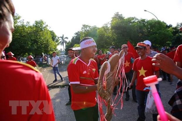 Co dong vien Viet Nam tiep lua cho tran quyet dau voi Myanmar hinh anh 1