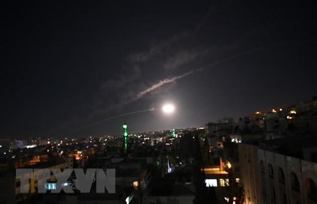 Israel kich hoat he thong phong khong de danh chan ten lua tu Syria hinh anh 1