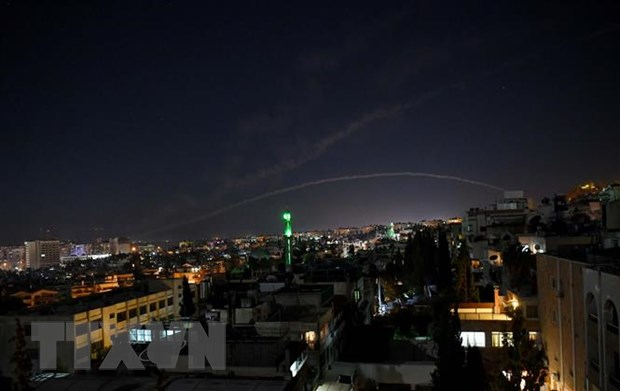 Luc luong phong khong Syria ban ha nhieu ten lua cua Israel hinh anh 1