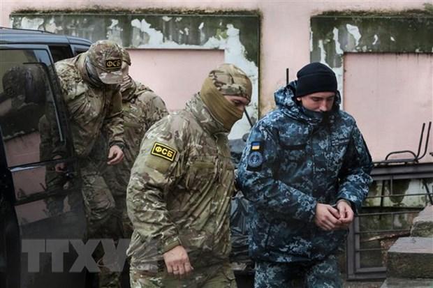 Toa an Nga ra lenh keo dai thoi gian giam giu 4 thuy thu Ukraine hinh anh 1