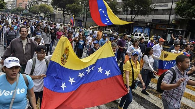 Venezuela dien bien cang thang, hang tram nghin nguoi di bieu tinh hinh anh 1