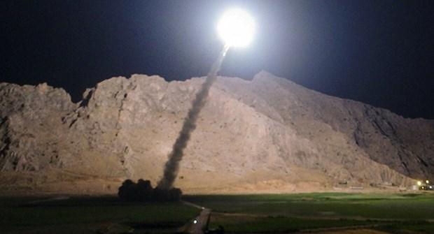 Iran thu thanh cong ten lua hanh trinh co tam bay hon 1.350km. hinh anh 1