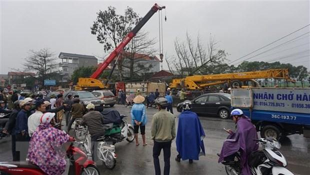 Vu dam xe lien hoan tai Thanh Hoa: Nguoi tu vong la lai xe container hinh anh 1