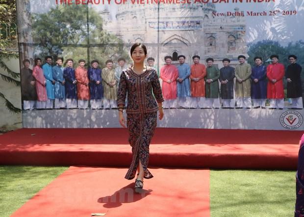 Ve dep ao dai Viet Nam gay an tuong manh voi ban be ASEAN va An Do hinh anh 4