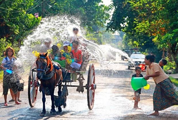 Nguoi dan Myanmar tung bung don Tet te nuoc Thingyan hinh anh 1