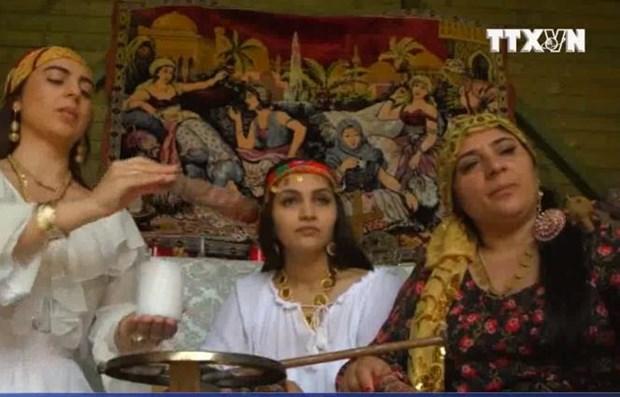 [Video] Ky la dich vu yem bua yeu qua mang cua cac 'phu thuy' Romania hinh anh 1