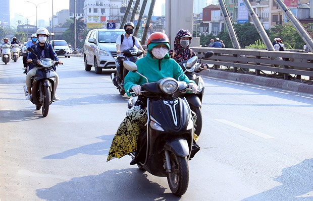 [Photo] Ngay He do lua tren duong pho Ha Noi, nhiet do len toi 43 do C hinh anh 6