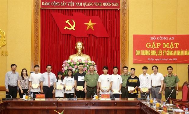 Bo Cong an tri an cac gia dinh thuong binh-liet sy cua nganh hinh anh 1