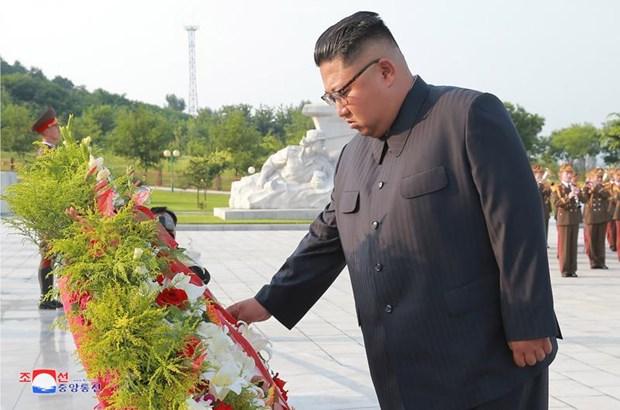 Ong Kim Jong-un vieng nghia trang liet sy chien tranh Trieu Tien hinh anh 1