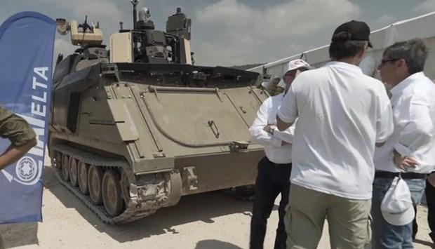 Bo Quoc phong Israel ra mat 'chiec xe chien dau cua tuong lai' hinh anh 1