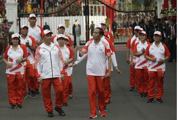 Bo truong The thao va Thanh nien Indonesia vuong nghi an tham nhung hinh anh 1