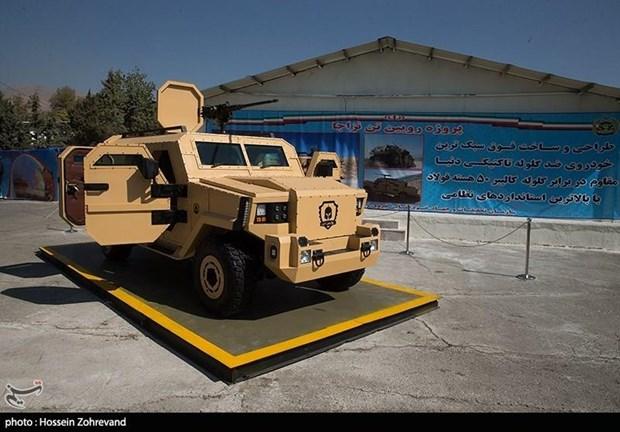 Iran gioi thieu may bay khong nguoi lai, xe boc thep tu che tao hinh anh 2