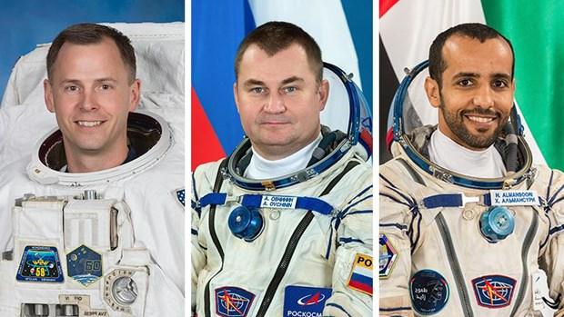 Tau vu tru Soyuz-12 dua 3 nha du hanh vu tru tro ve Trai Dat an toan hinh anh 1