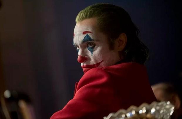 'Joker' van thang lon bat chap noi lo phim kich dong bao luc hinh anh 1