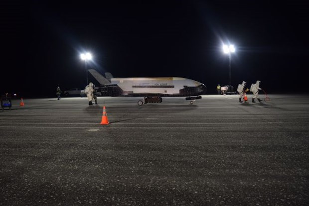 Tau con thoi mini X-37B cua My phong cac ve tinh bi mat vao vu tru hinh anh 1