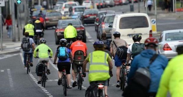 Ireland: Oto vuot xe dap phai giu khoang cach toi thieu 1 met hinh anh 1