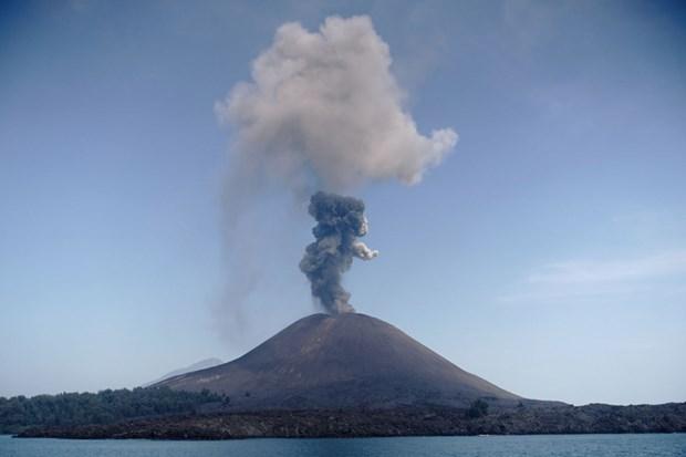 Indonesia: Nui lua Anak Krakatau phun tro bui cao hon 2.000m hinh anh 1