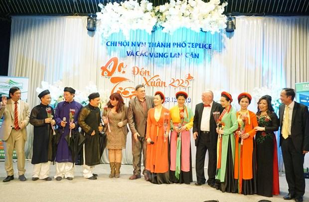 Cong dong nguoi Viet tai Sec chao don Nam moi 2020 am tinh doan ket hinh anh 2