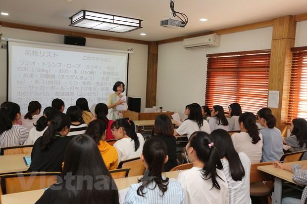Co giao nguoi Nhat Ban voi tinh yeu ao dai, dan bau va Viet Nam hinh anh 1