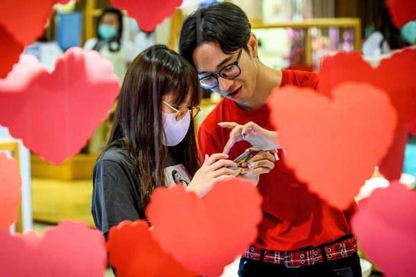 Ngay Valentine tai Trung Quoc: Khau trang thay nhung bong hoa hinh anh 1