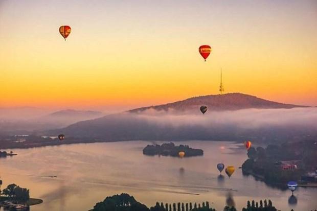 Australia: Bau troi Canberra ruc ro khinh khi cau trong anh binh minh hinh anh 1