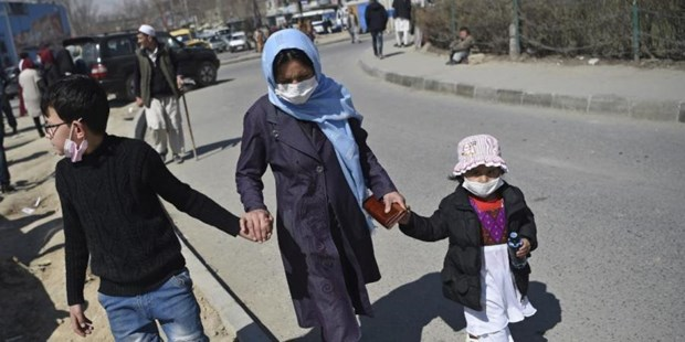 Dich COVID-19: Hon 7 trieu tre em Afghanistan co nguy co bi doi hinh anh 1