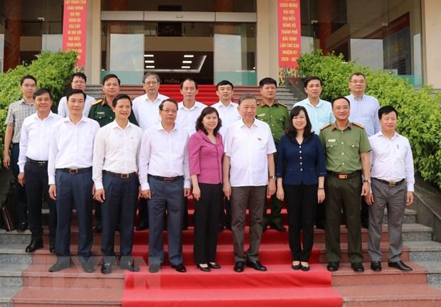 Bo truong Bo Cong an To Lam tiep xuc cu tri thanh pho Bac Ninh hinh anh 1