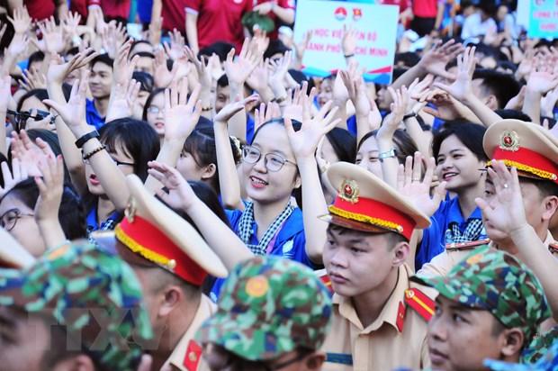 Tuoi tre Thanh pho Ho Chi Minh chung tay thap lua He tinh nguyen hinh anh 2