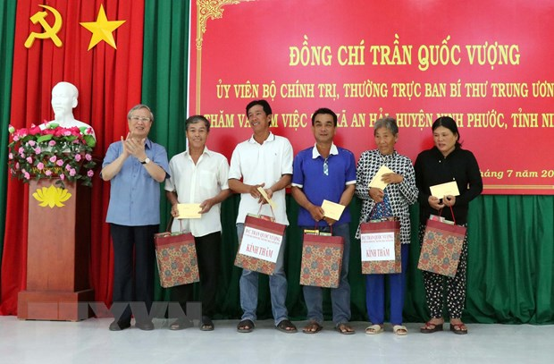 Thuong truc Ban Bi thu Tran Quoc Vuong lam viec voi Tinh uy Ninh Thuan hinh anh 1