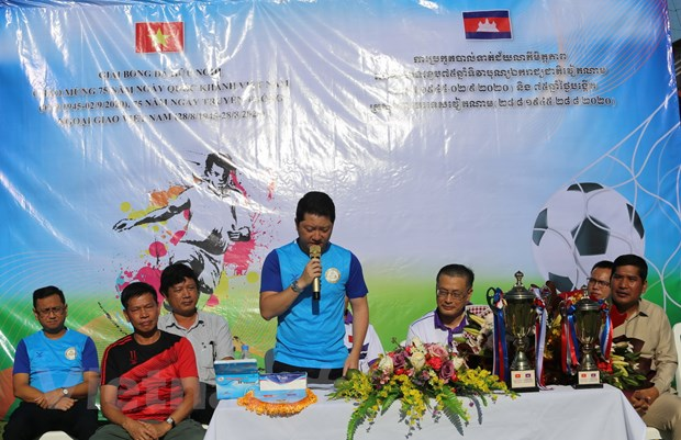 Giai bong da huu nghi tai Campuchia chao mung Quoc khanh Viet Nam hinh anh 2