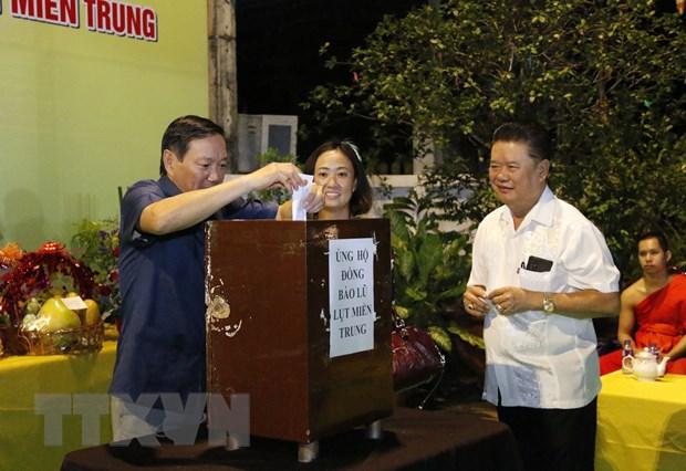 Dai su quan Viet Nam tai cac nuoc quyen gop ung ho dong bao mien Trung hinh anh 4