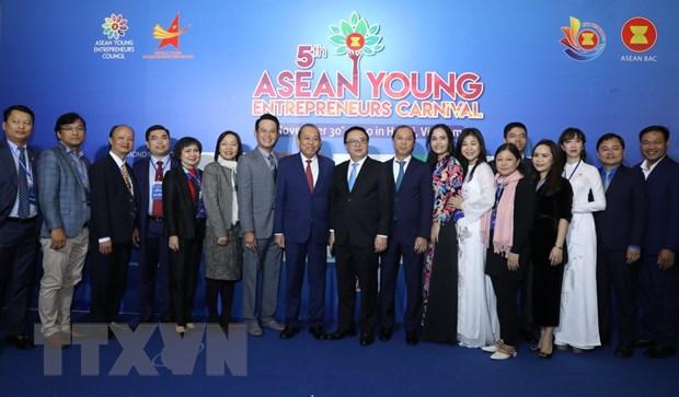 ''Cac doanh nhan tre ASEAN can co tam nhin vuot bien gioi'' hinh anh 3