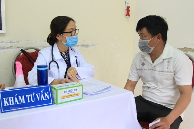 Con Dao bat dau tiem vaccine cho doi tuong uu tien, Da Nang tiem dot 3 hinh anh 1