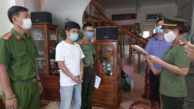 Da Nang: Khoi to 4 giam doc dua nguoi nuoc ngoai nhap canh trai phep hinh anh 1