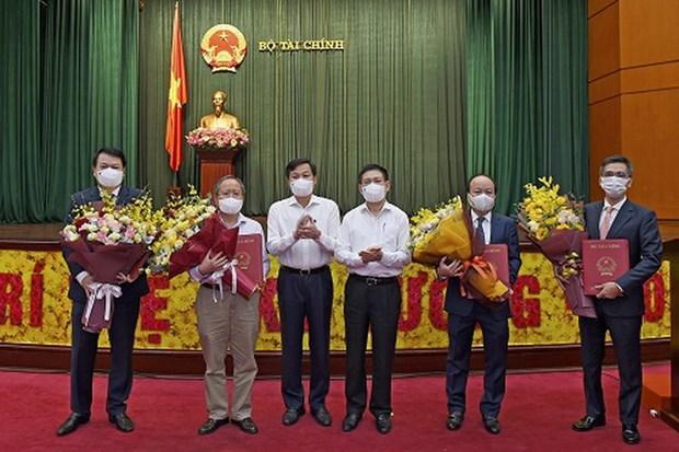 Bo Tai chinh trao quyet dinh bo nhiem hai Thu truong moi hinh anh 1