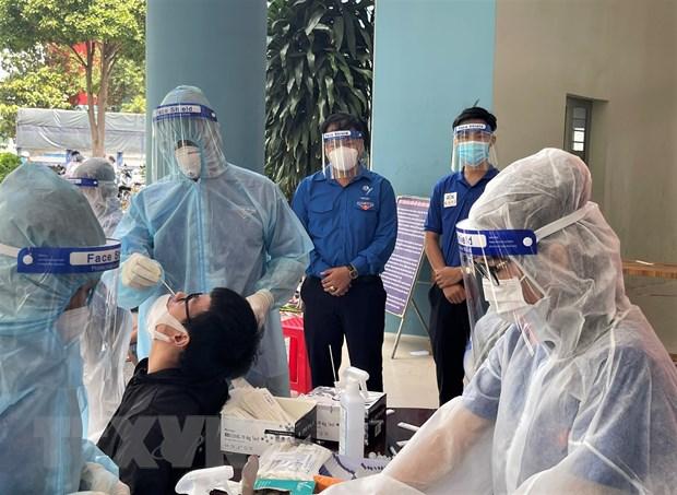 Tang 100.000 khay test nhanh khang nguyen SARS-CoV-2 cho 4 dia phuong hinh anh 1