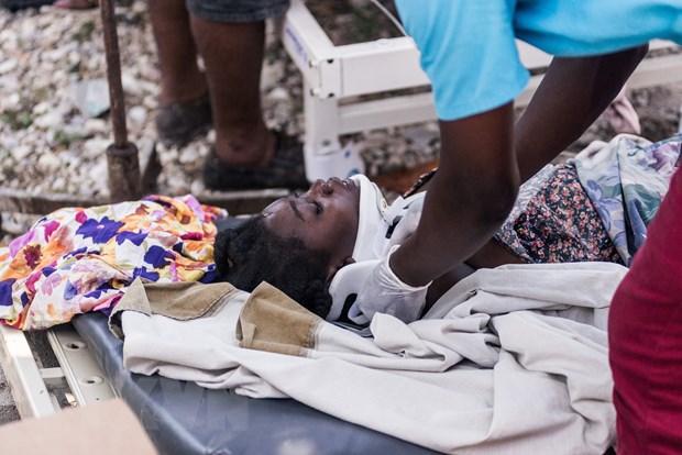 Dong dat o Haiti: Cac benh vien qua tai, so nguoi chet tiep tuc tang hinh anh 1