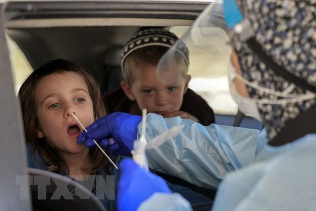 Dich COVID-19: Israel se tiem vaccine cho hoc sinh tai truong hinh anh 1