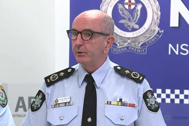Australia: Bat giu mot phu nu gia mao canh sat keu goi dao chinh hinh anh 1