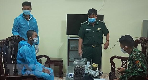 An Giang: Bat tai xe van chuyen kim loai nghi la vang qua bien gioi hinh anh 1